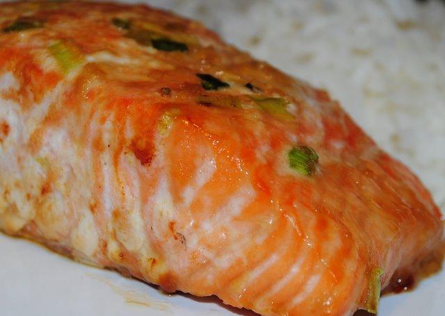 Жареный лосось в медовом маринаде