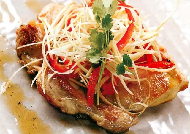 Филе куриной ножки под тайским жюльеном