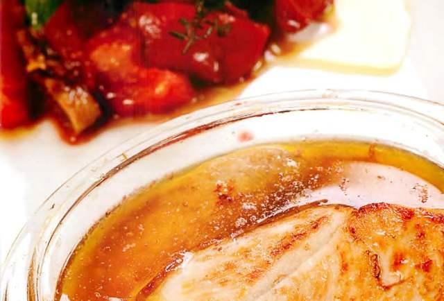 Индейка с томатами, черносливом, корицей и вином