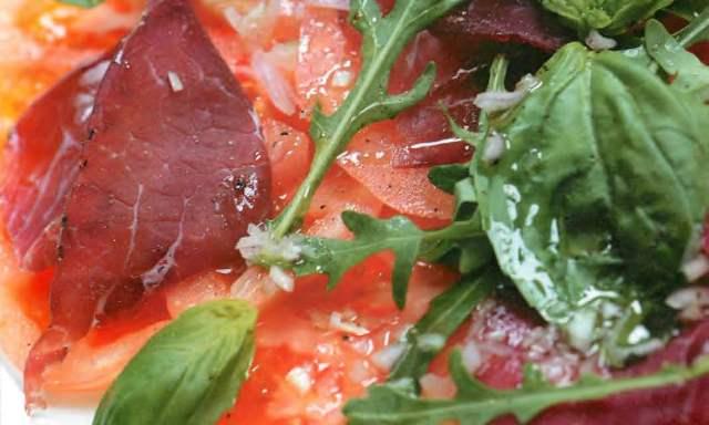 Карпаччо из спелых помидоров с вяленой говядиной