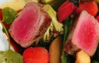 Микс из овощей и острого тунца под соусом мисо