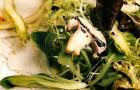 Микс-салат с копченой курицей, маринованной спаржей и шампиньонами