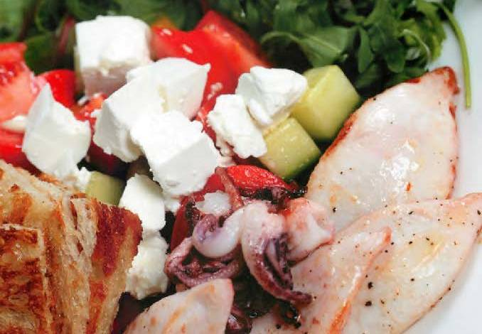 Овощной салат с брынзой и мини-кальмарами