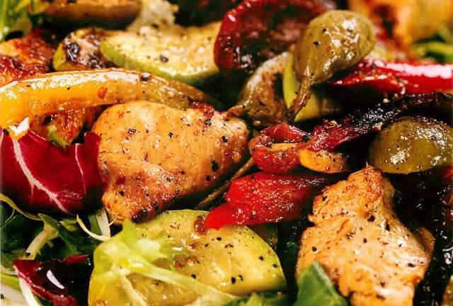 Салат из индейки с кабачками и сладким перцем