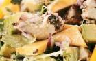 Салат из копченого цыпленка с манго и авокадо