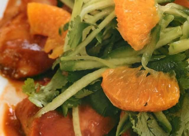 Салат из куриной грудки стайским соусом и огурцом