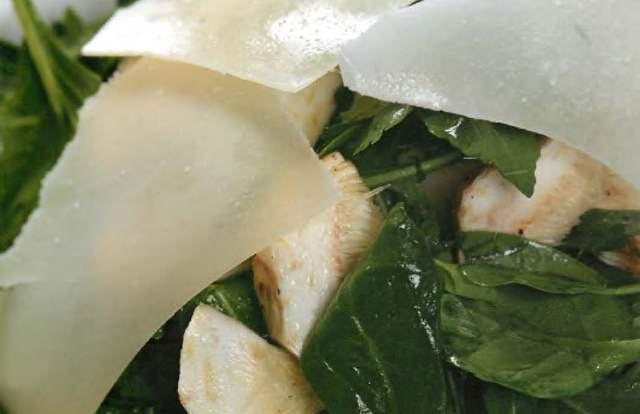 Салат из мини-артишоков с пармезаном и соусом цитронет