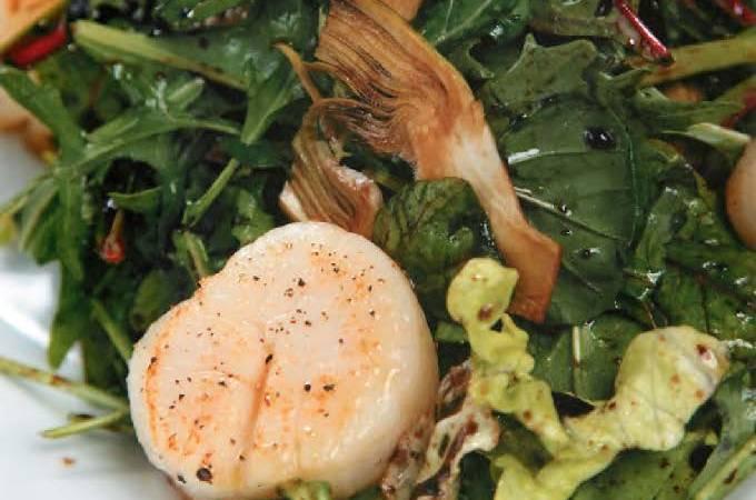 Салат с артишоками и морскими гребешками