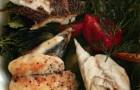 Салат с дорадой и ореховой заправкой