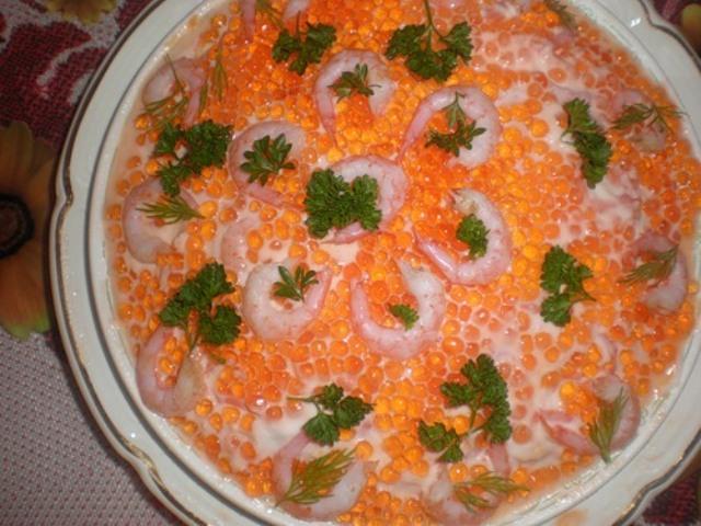 Салат с креветками и кальмарами под шубой