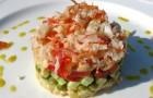 Салат с овощами и крабовым мясом