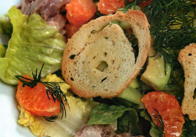 Салат с печенью трески и мандаринами