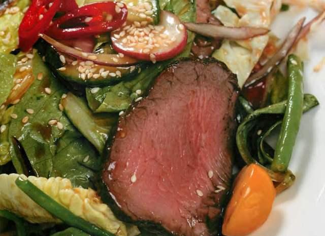Салат с ростбифом в азиатском стиле