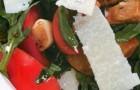 Салат с рукколой, белыми грибами и помидорами