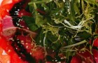Салат с тунцом гриль и помидорами