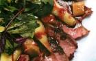 Салат с утиной грудкой, грушей и белыми грибами