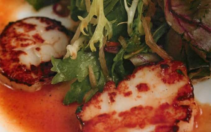 Сашими-салат с морскими гребешками