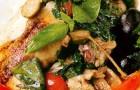 Цыпленок с каперсами, оливками и томатами черри