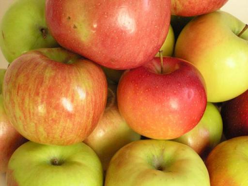 Жирная пленка на яблоках - что это?