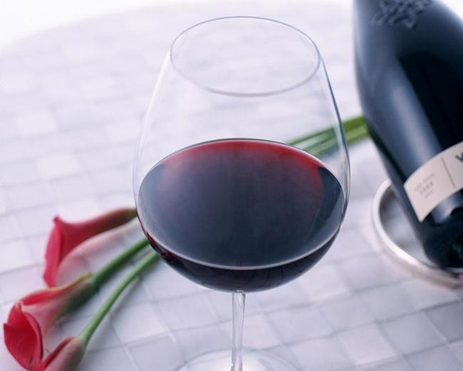 Вино черешнево-смородиновое темное