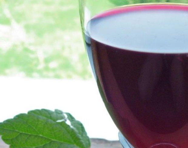 Вино черешневое столовое