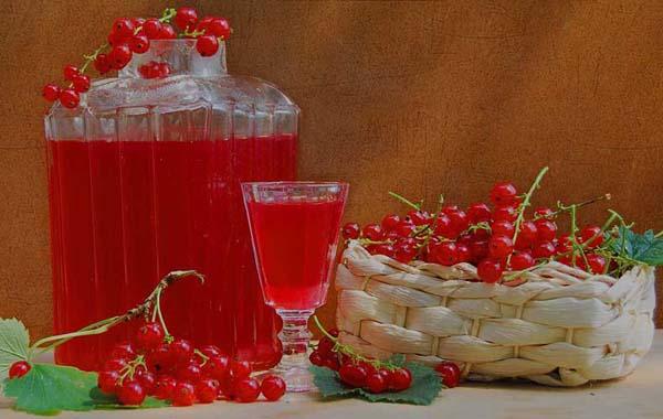Вино крепленое смородиновое красное
