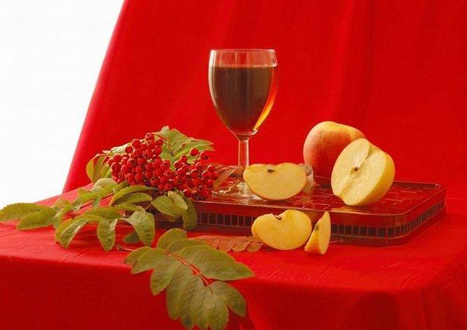 Вино рябиновое шипучееВино рябиновое шипучее