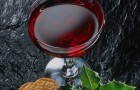 Вино вишнево-миндальное