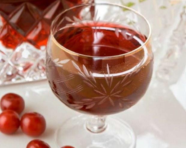 Вино вишневое ароматное