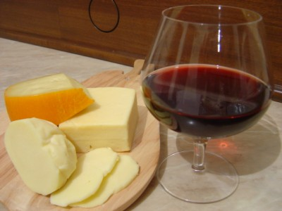 Вино вишневое десертное