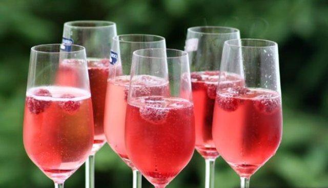 Вино вишневое смородинно-малиновое