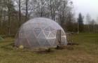 Парник, снабженный подъемным куполом