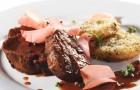 Говядина с соусом из красного вина