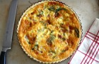 Пирог с картофелем, ветчиной и сыром грюйер
