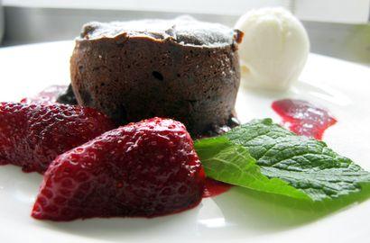 Пирожные с расплавленным шоколадом