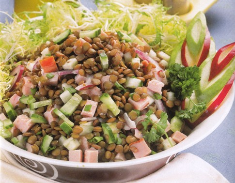 Салат из чечевицы с ветчиной