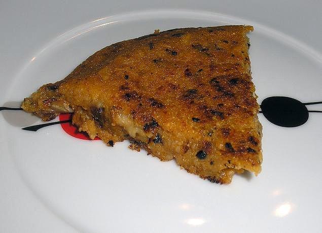 Тортилья по-испански с соусом ромеско