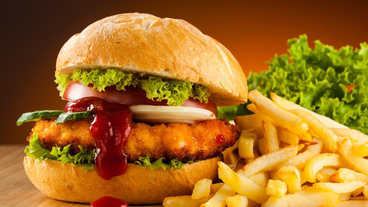 Жареные гамбургеры с картошкой фри в духовке