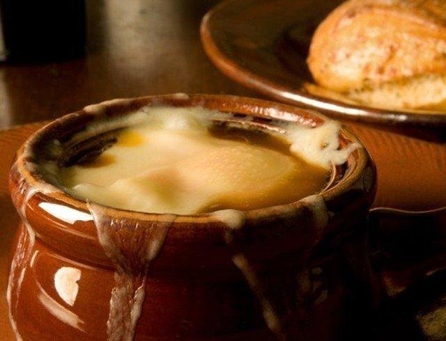 Запеченный луковый суп