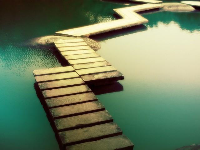 Дорожки на воде