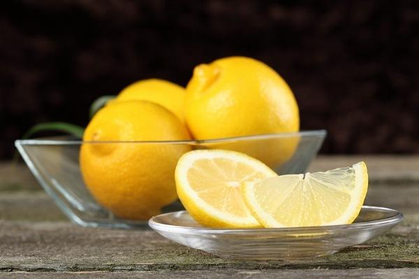 Маска с мукой и лимонным соком