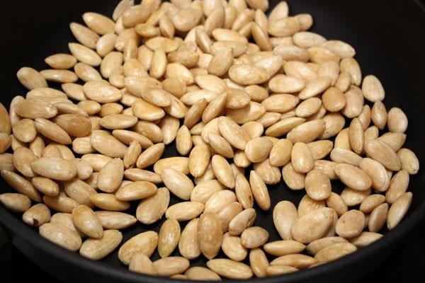 Средство для очищения с рисовой мукой и миндальными орехами