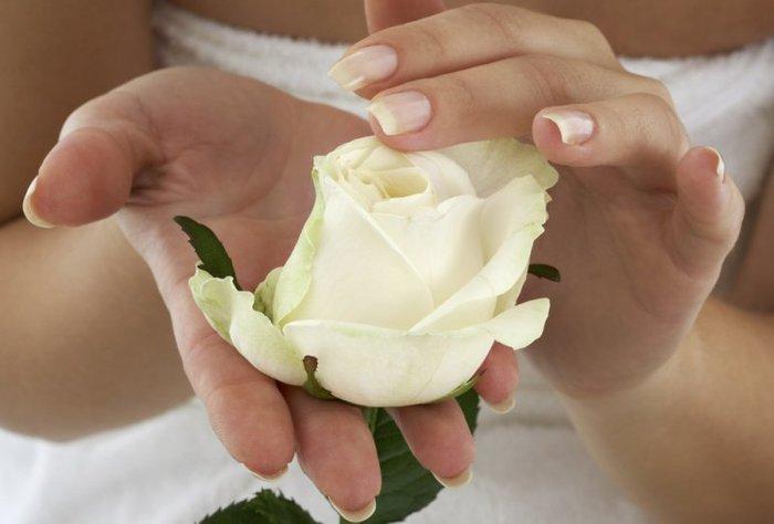 Уход за кожей рук с помощью парафина