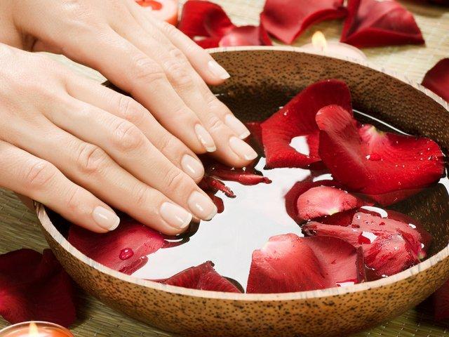 Ванночка с цветками роз