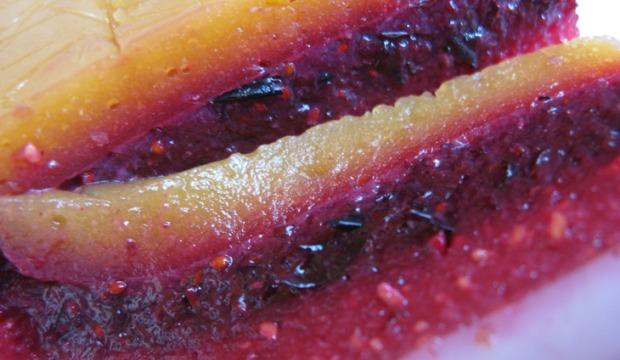 Фруктово-ягодный слоеный торт