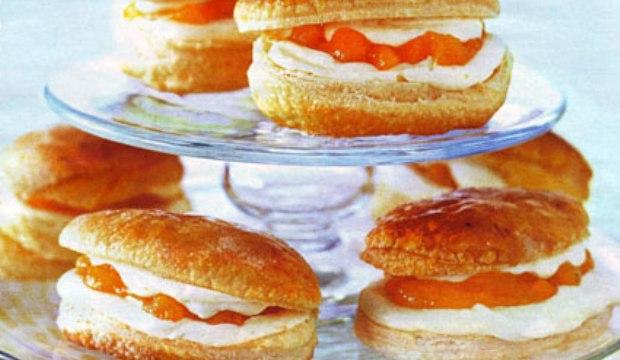 Пирожные с абрикосовым кремом