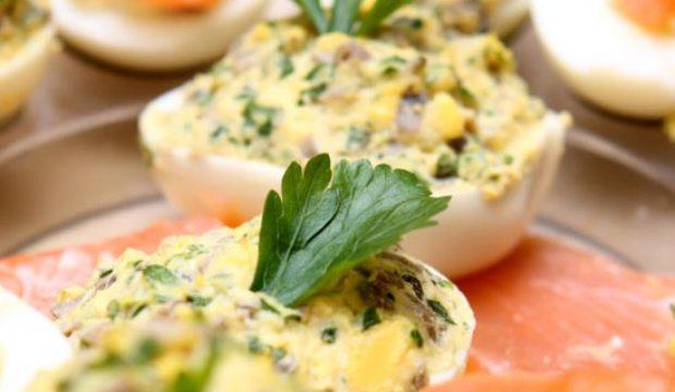 Бутерброд с яйцом и грибами