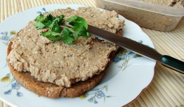 Бутерброды с грибами и печеночным паштетом