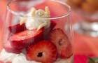 Десерт клубничный