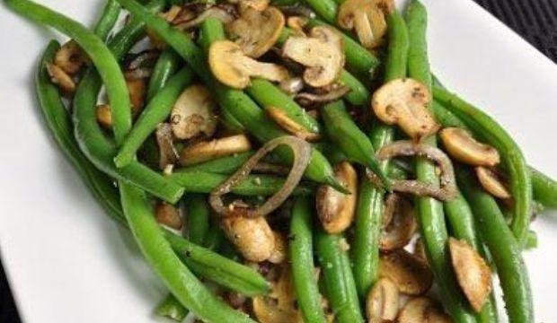 Фасоль с луком и грибами